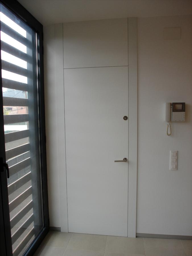 Foto puerta de paso lacada de fusteria zarate 301371 for Puertas interior valencia