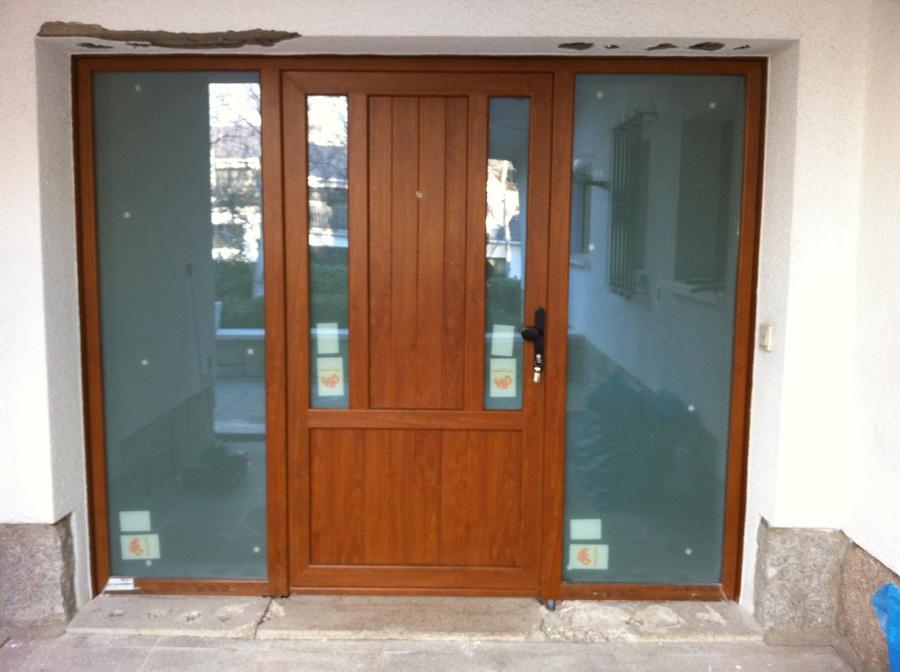 Foto puerta de pvc imitaci n madera de alumiver sl - Pvc imitacion madera ...