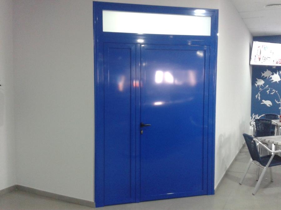 Foto puerta doble hoja 39 rte mercamadrid 39 de aluminios y - Puertas doble hoja ...