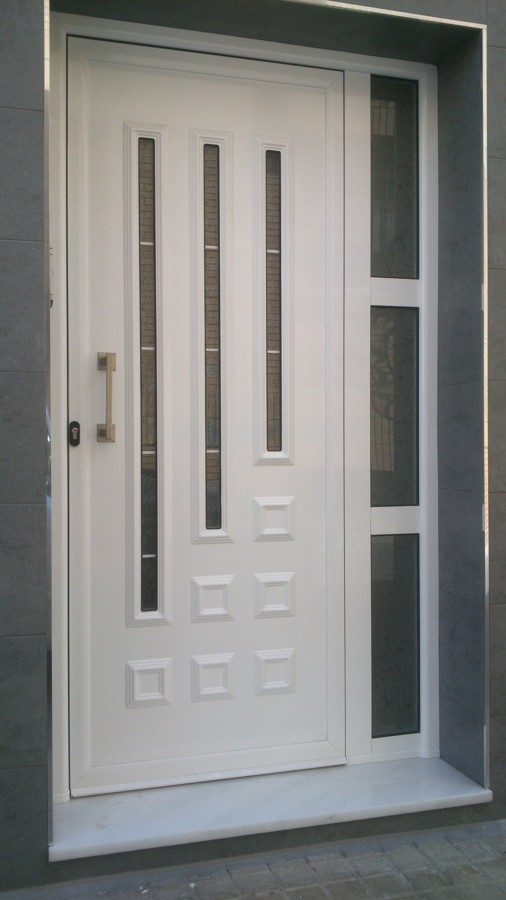 Foto puerta en aluminio blanco de aluminios rubio 709201 - Puertas de entrada de diseno ...