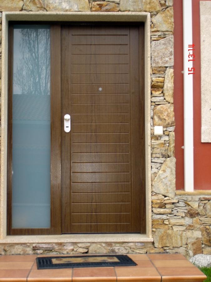 Foto puerta entrada con plaf n horizontal de ventanas - Puertas de entrada metalicas precios ...