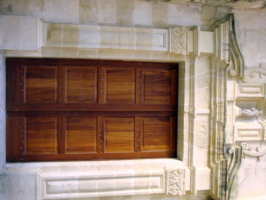 Puerta entrada iglesia