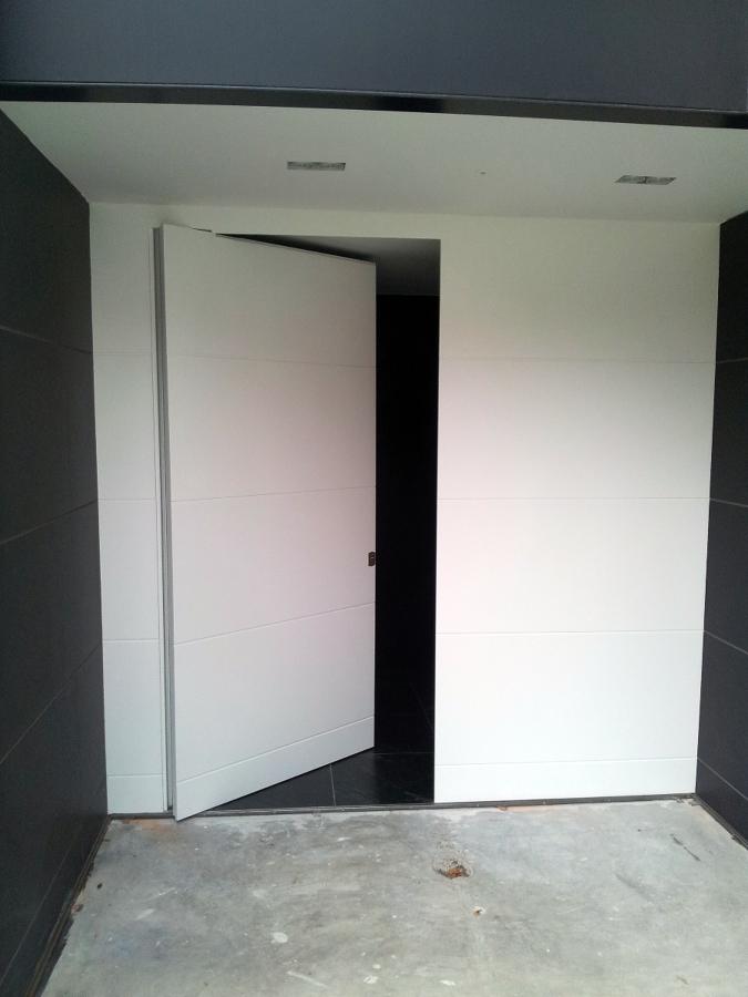 puerta entrada pivotante