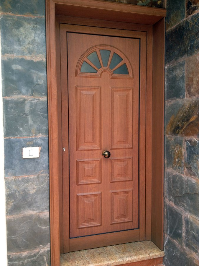 Foto puerta entrada vivienda de aluminios los andenes sll for Puerta entrada aluminio