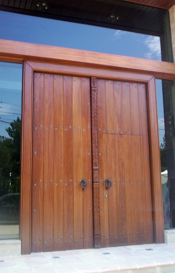 Foto puerta exterior de iroko de carpinter a jos rutia s - Puertas de exterior ...
