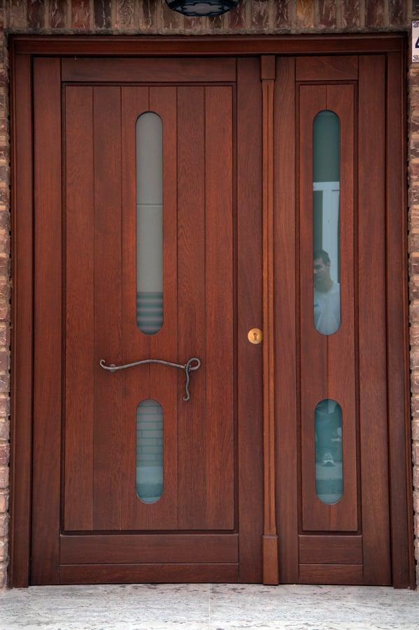 Foto puerta exterior de carpinter a jos rutia s l for Puertas en madera para exteriores