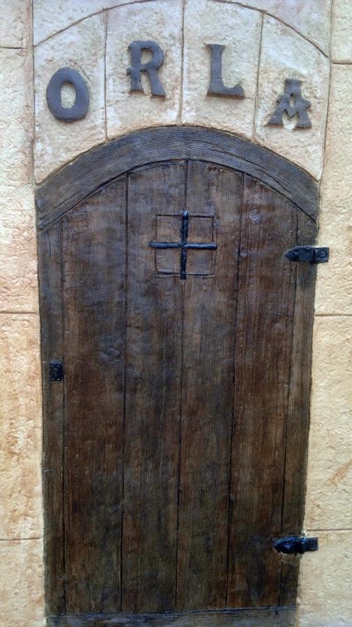 puerta imitada con mortero impreso