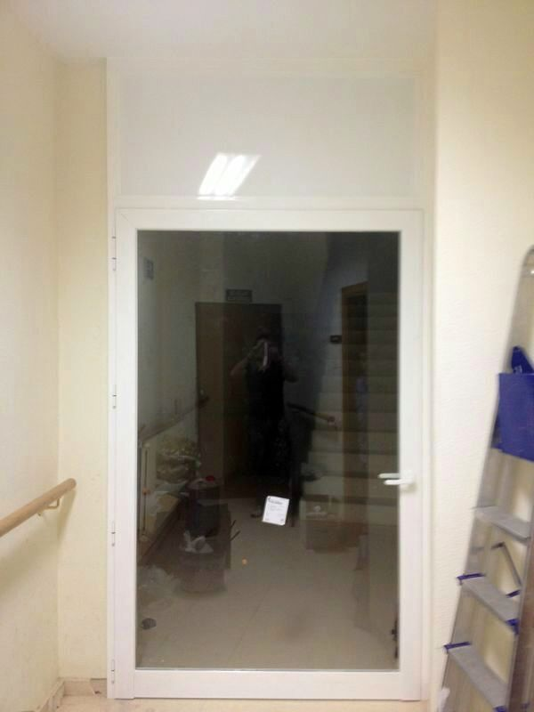 Puerta instalada en lacado blanco