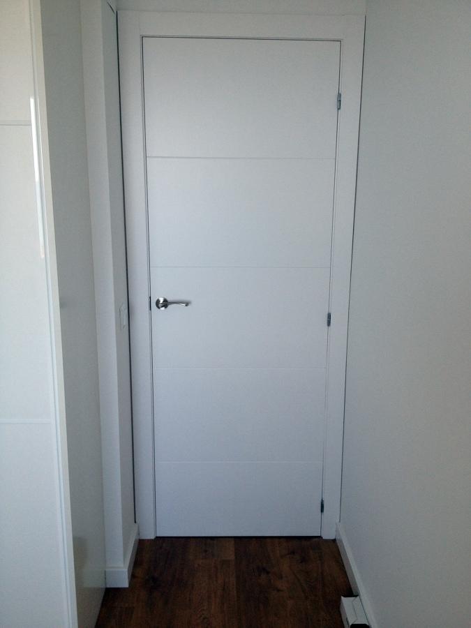 foto puerta interior blanca de cuines del maresme s l