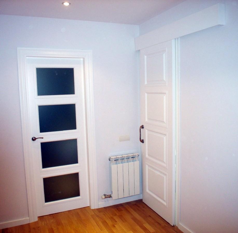 Foto puerta lacada 4 cristales de maderas alonso - Puertas con cristales biselados ...