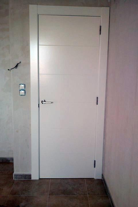 Foto puerta lacada blanco de lacados bonal s l 342443 for Puertas paso blancas