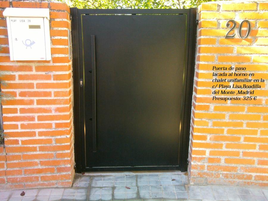 Foto puerta metalica lisa lacada al horno de trabajos en for Puertas metalicas para jardin