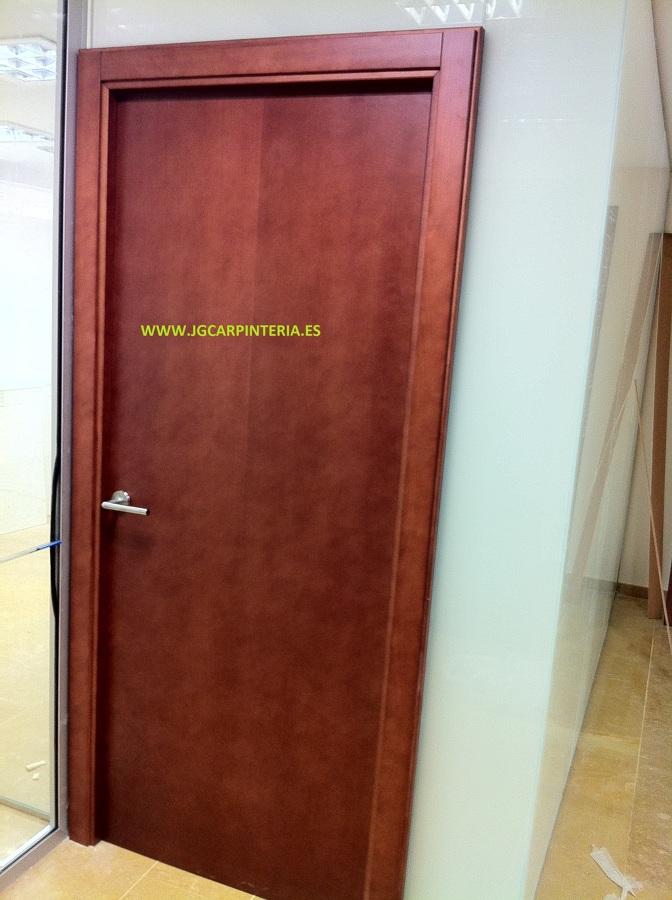 Foto puerta para oficina con divisi n de cristal de for Puertas para oficina