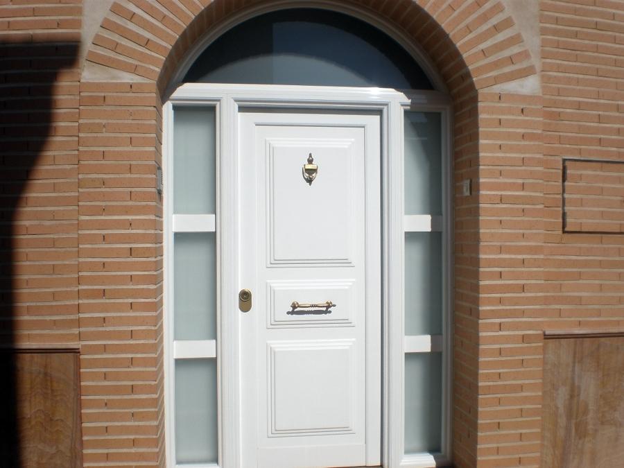 Foto puerta principal de opser e ingenier a s l 154189 for Puertas de casa principal