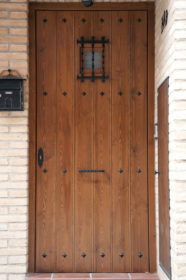 Foto puerta r stica de carpinter a jos rutia s l for Puerta madera rustica