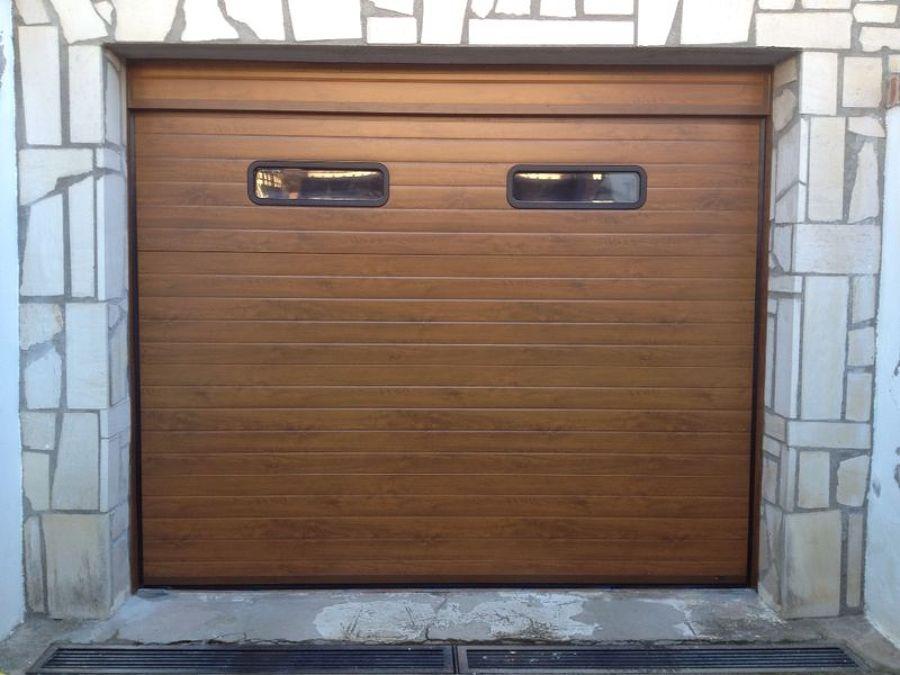 Foto puerta seccional acanalada imitaci n madera clara - Puertas de garaje murcia ...