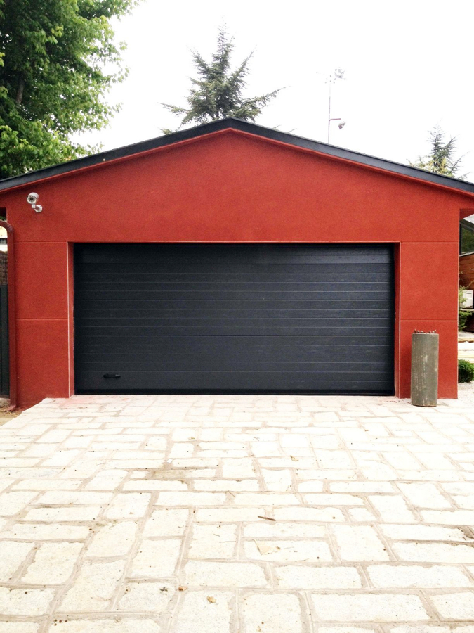 Puerta seccional color gris