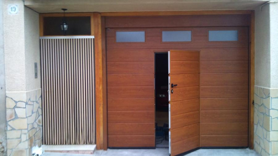 Foto puerta seccional con peatonal incorporada de emap sl for Puertas de garaje precios