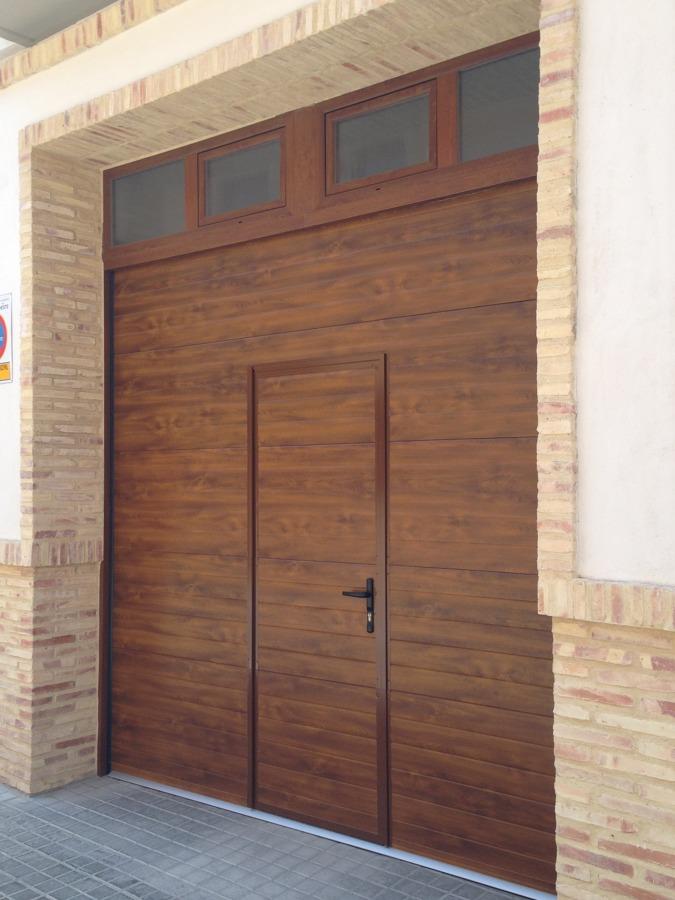 Puerta Seccional Acanalada imitacion madera
