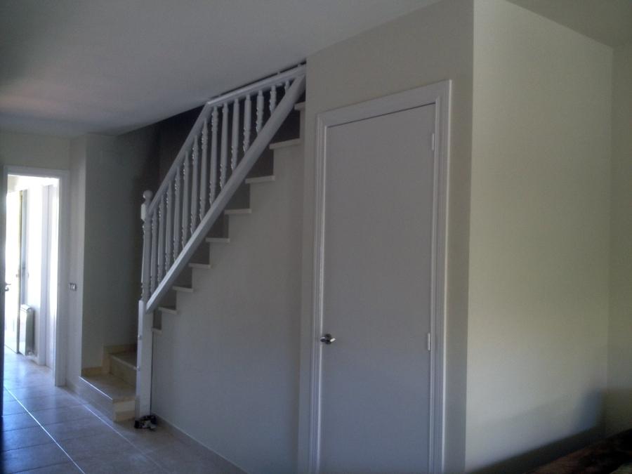 puerta y barandilla lacada en blanco