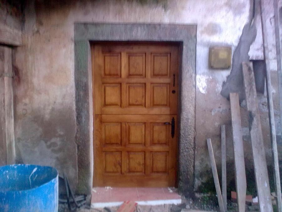 Foto puerta y postigo en casta o de carpinter a juan carlos 150670 habitissimo - Puertas de castano ...