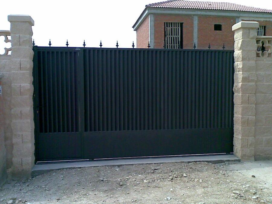 Foto puerta de metalicas anugar s c 154234 habitissimo for Puertas corredizas metalicas