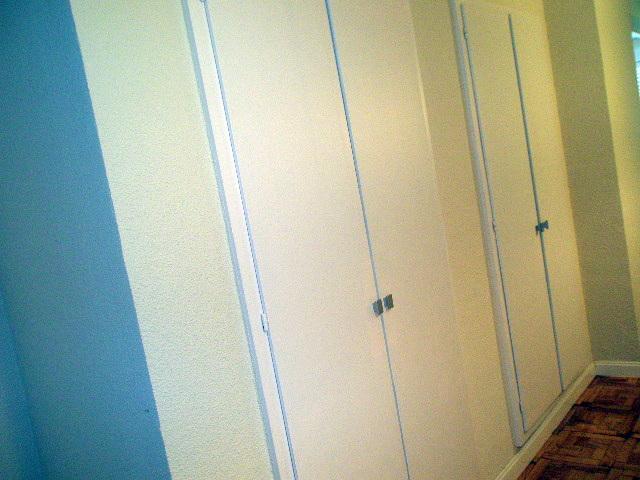 puertas abatibles lacadas en blanco al horno