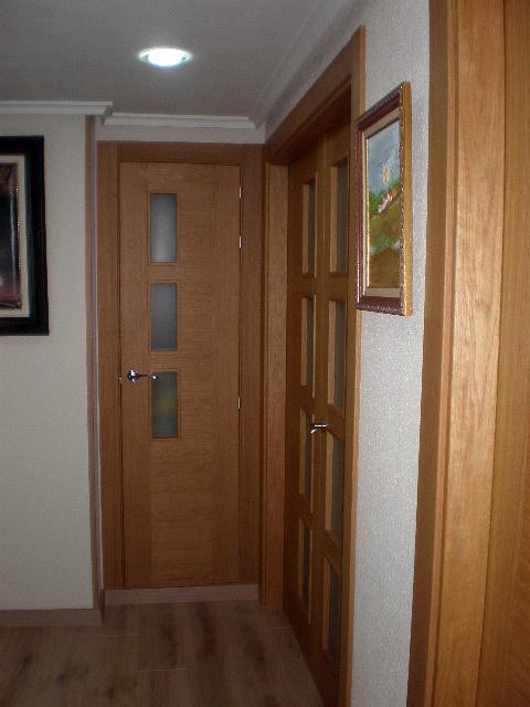 Foto puertas acabado roble de corema construcciones for Puerta de roble macizo castorama