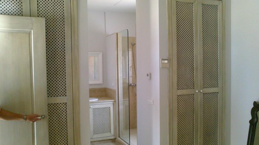 Novey puertas de bano inspiraci n para el dise o del for Puertas de madera para bano precios