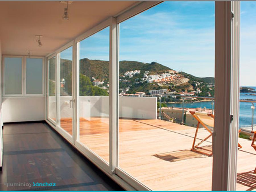Foto puertas correderas de acceso a la terraza de for Puertas para terrazas