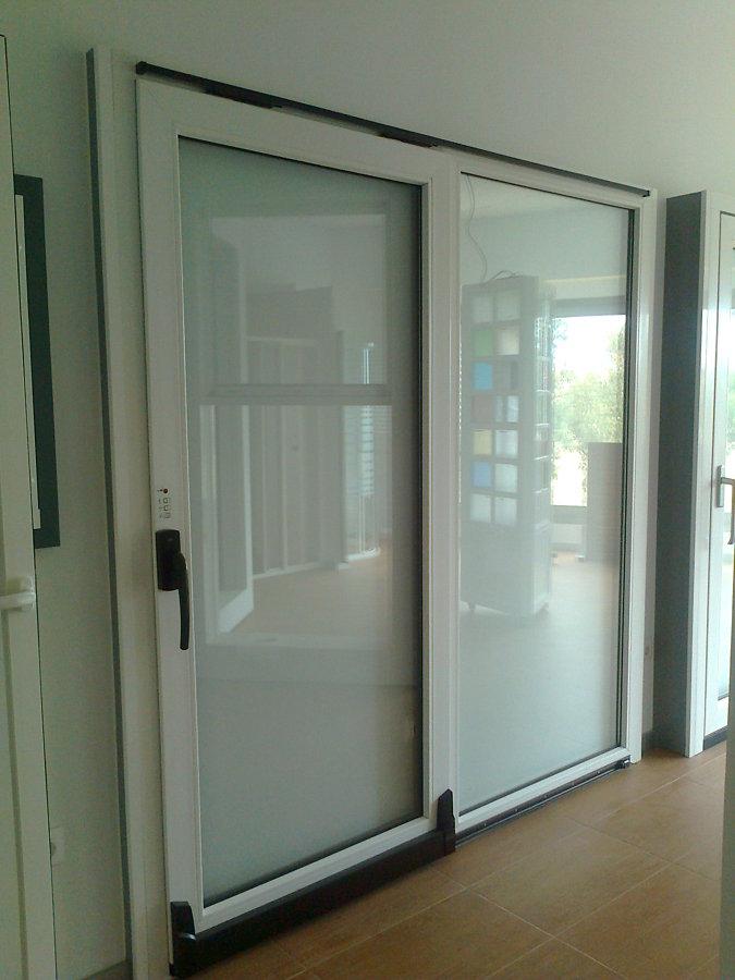 Foto puertas correderas de aluminio de carpinteria de - Mecanismo puerta corredera ...