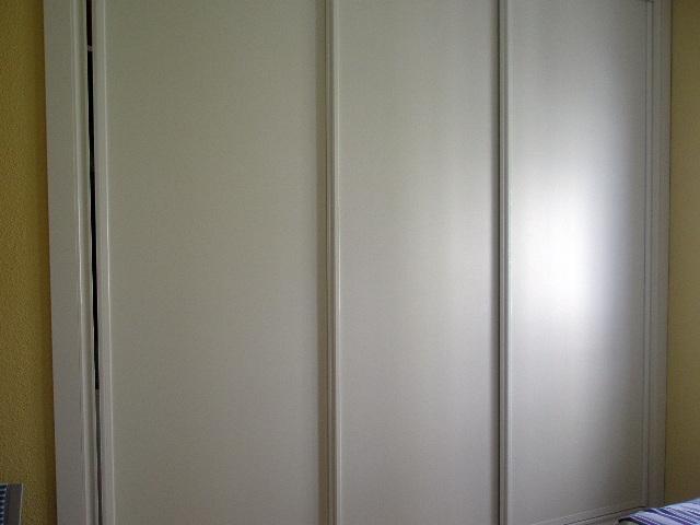 puertas correderas lacadas en blanco