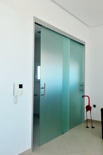 Foto puertas correderas sin perfiles ni marcos de vemax for Marco puerta corredera