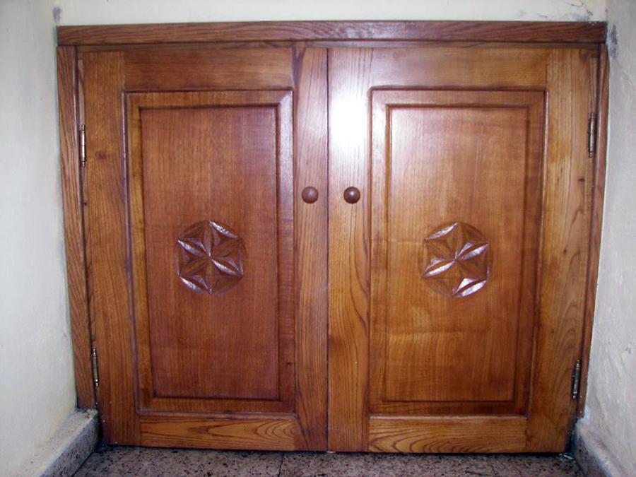 Foto puertas de casta o de de buena veta 447496 habitissimo - Puertas de castano ...