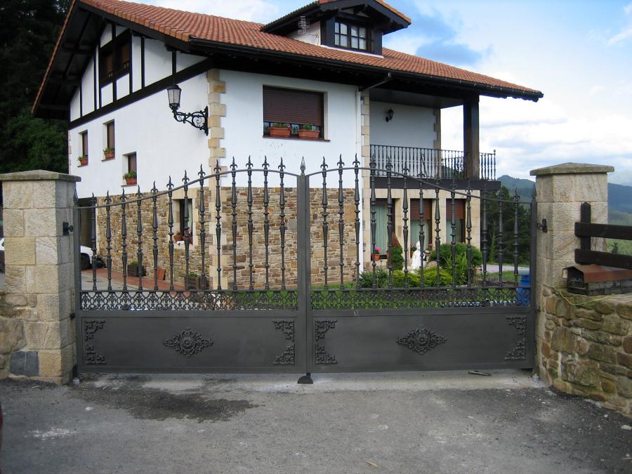 Foto puertas de forja de kabeforja 289651 habitissimo - Herrerias en bilbao ...