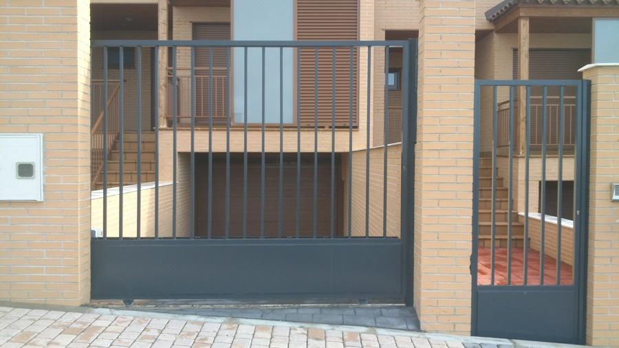 Puertas de Garaje y peatones.jpg