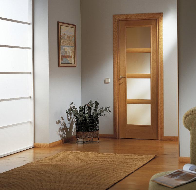 Foto puertas de interior en madera de checa decoraci n for Adornos puertas madera
