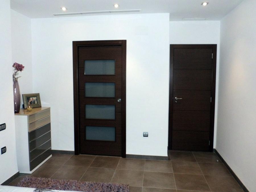 Foto puertas de paso wengue de bricolage cheste s l for Puertas color wengue