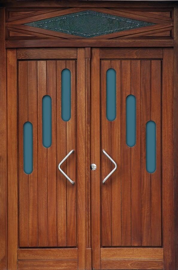 Foto puertas exteriores de madera maciza de carpinter a for Remate de puertas de madera