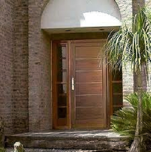 Foto puertas exteriores de cocarma colocaci n de for Madera para puertas exteriores