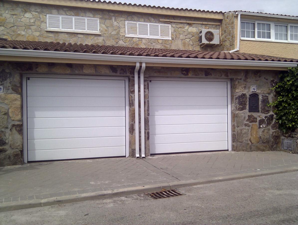 Foto puertas seccionales gemelas de puertas ferrara - Puertas de garaje murcia ...