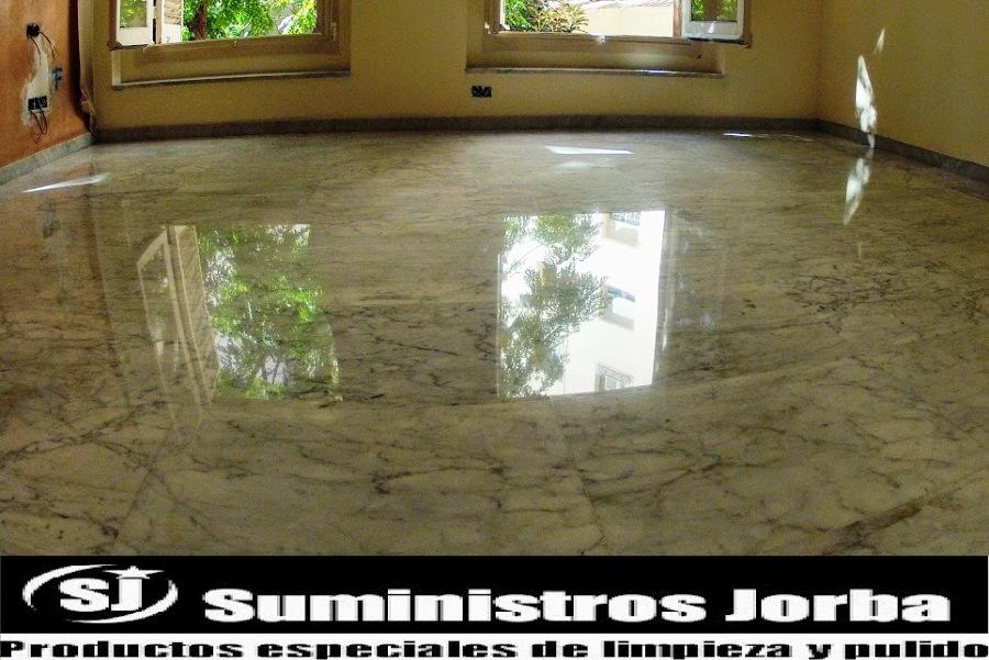 Restauración en pavimento de mármol.