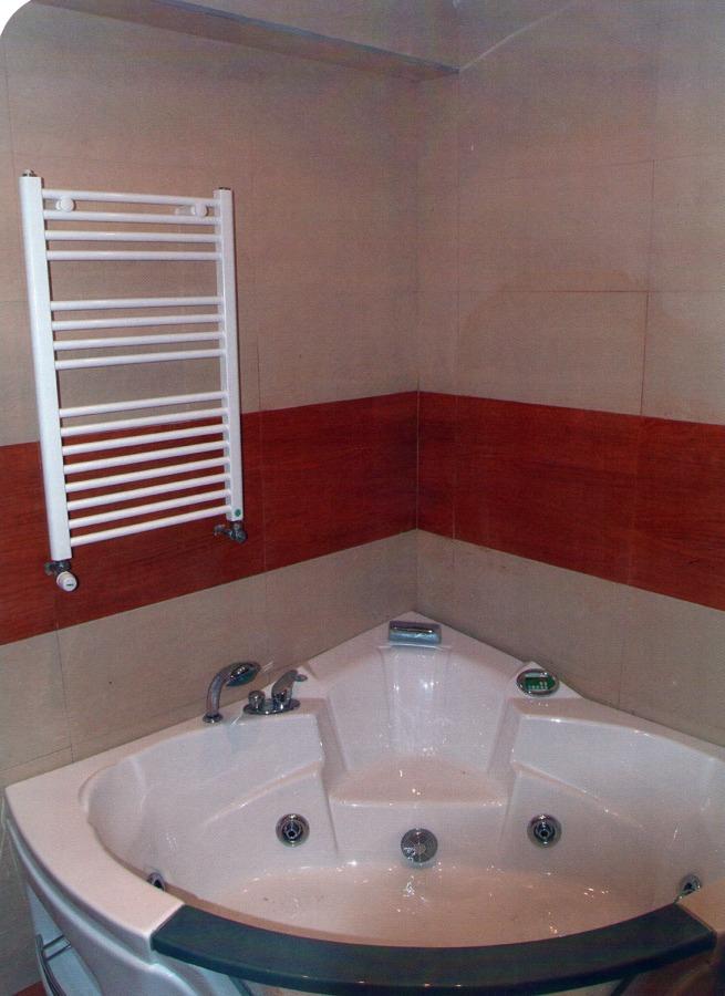 Radiador-toallero, bañera hidromasaje