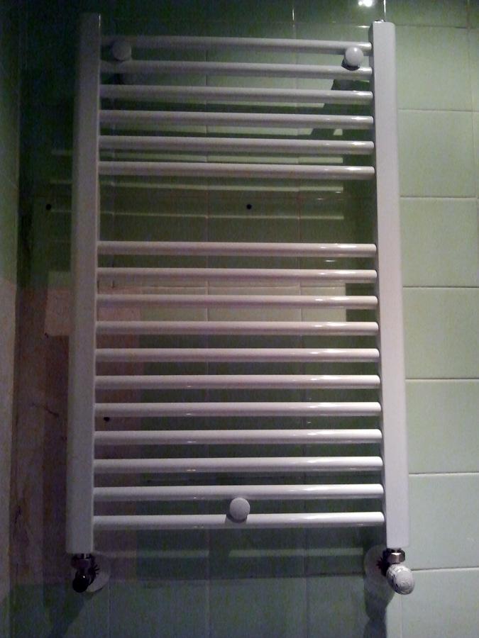 Foto radiador toallero de sercal calefacci n 228389 for Precio radiador toallero
