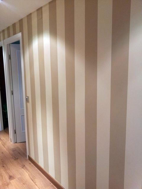 Foto rayas pasillo de decoplacen s l 281428 habitissimo - Pasillos pintados a rayas ...