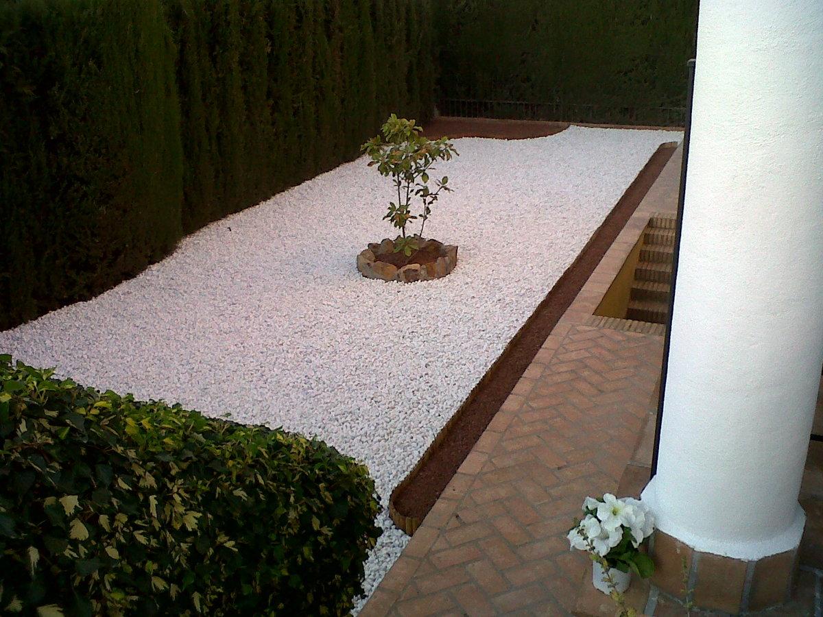 Foto realizaci n de jardines de bajo mantenimiento de for Jardines de bajo mantenimiento