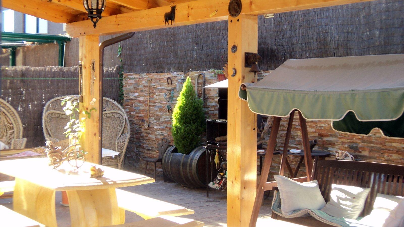 Foto realizacion de porches de madera de obras el paleta - Construccion de porche de madera ...