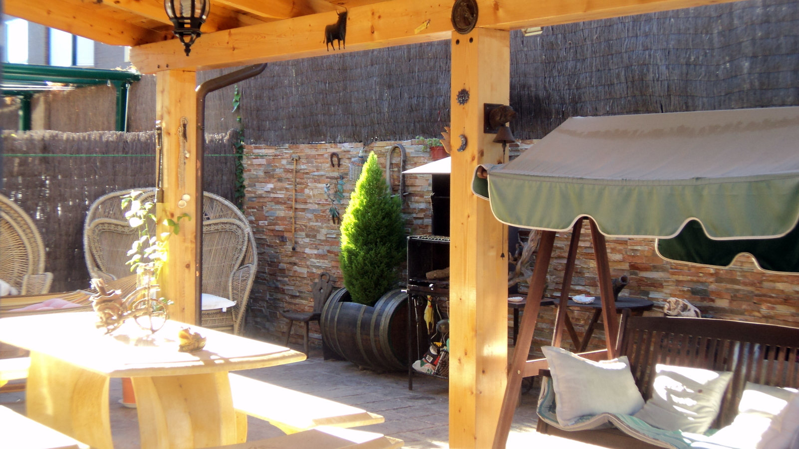 Foto realizacion de porches de madera de obras el paleta - Madera para porches ...