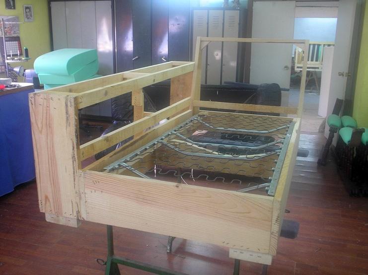 Foto realizacion de sofas a medida de tapicer a reyes - Tapiceros en ourense ...