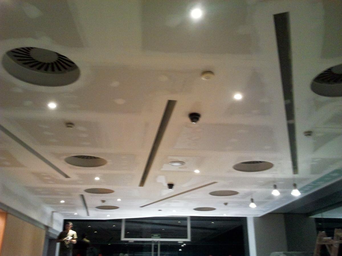 Foto recepcion edificio de oficinas de falsos - Falsos techos de pladur ...